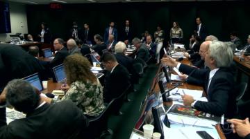Comissão da Câmara aprova projeto de lei dos agrotóxicos